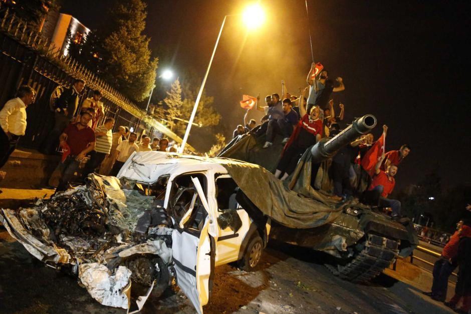 Το τουρκικό πραξικόπημα: Θυμίζει το αποτυχημένο αντίστοιχο στη Ρωσία επί της εποχής του Γκορμπατσόφ - το οποίο κατέληξε μετά από μερικούς μήνες στην αντικατάσταση του από τον Γέλτσιν
