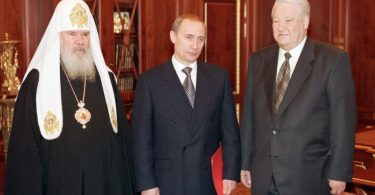 Russian President Boris Yeltsin (R) poses with the Patriarch of Moscow and all Russia, Alexei II (L) and Prime Minister Vladimir Putin (C) at the Kremlin in Moscow 31 December 1999. Yeltsin announced 31 December 1999 that he was resigning immediately and that Putin, according to the Russian constitution, would run the country as acting president until presidential elections in March 2000.